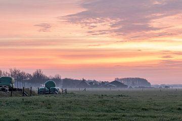 Sonnenaufgang beim Landwirt von Tania Perneel