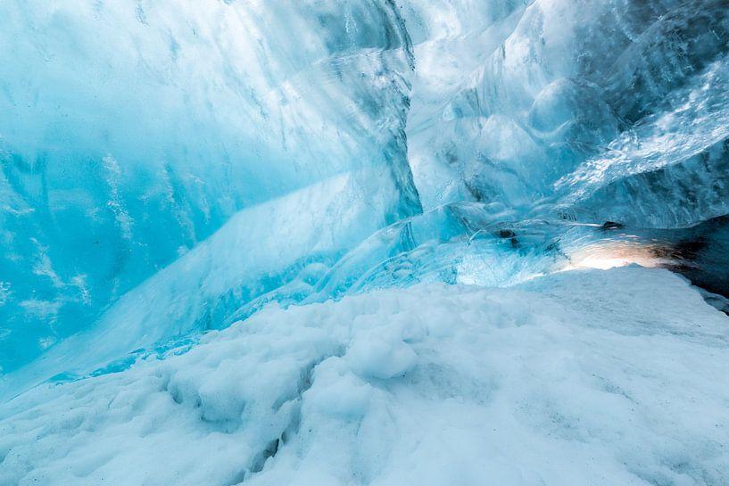 IJsgrot in gletsjer van Prachtt