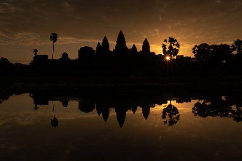 Gouden zonsopgang bij de tempel van Angkor Wat - Siem Reap, Cambodja