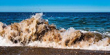 Brechende Welle am Strand von Scheveningen von MICHEL WETTSTEIN