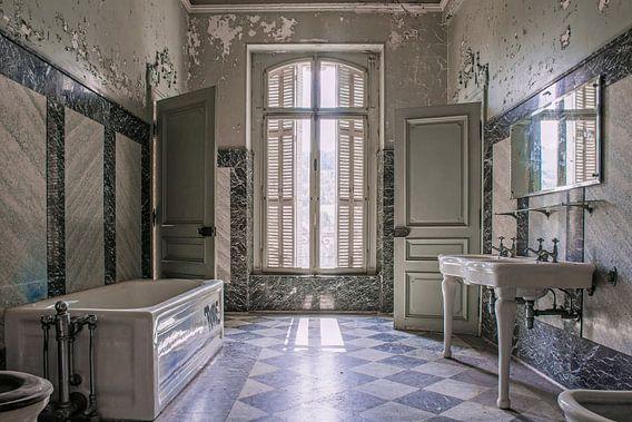 Urbex - luxe badkamer van Tim Vlielander