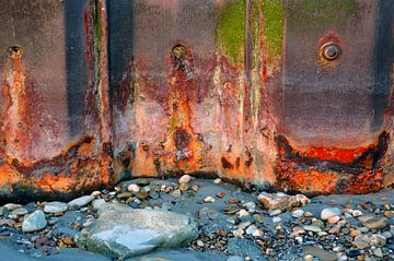 Kleurrijk roest, Opaalkust Wimereux Frankrijk van Watze D. de Haan
