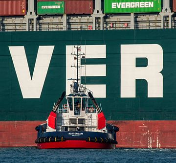 Un remorqueur en action à Rotterdam sur scheepskijkerhavenfotografie