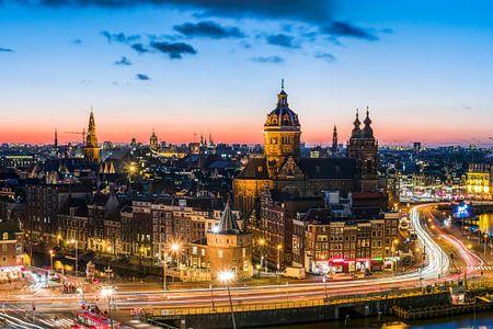 Avond valt in Amsterdam vanaf SkyLounge