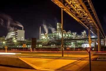 Nachtscène Petrochemische industrie in Haven van Antwerpen van Daan Duvillier