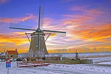 Traditionele molen op het nederlandse platteland bij zonsondergang van Nisangha Masselink