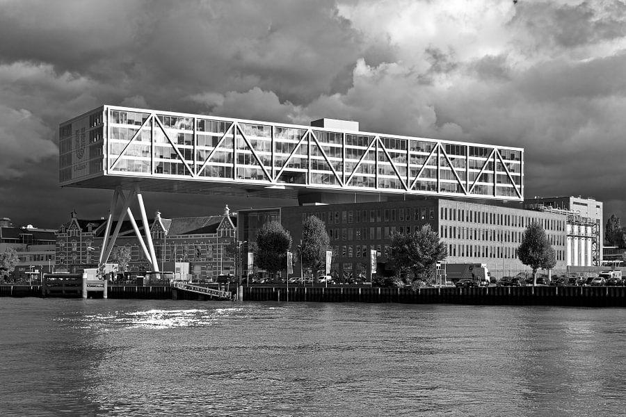 """Unilever """"De Brug"""" te Rotterdam zwart / wit van Anton de Zeeuw"""