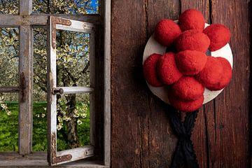 Bollenhut am Fenster von Jürgen Wiesler