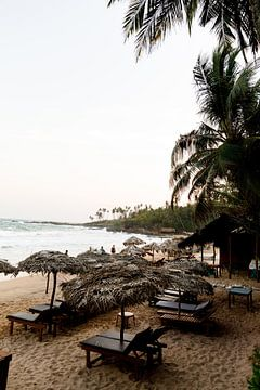 Zonsondergang op een strand in Sri-Lanka