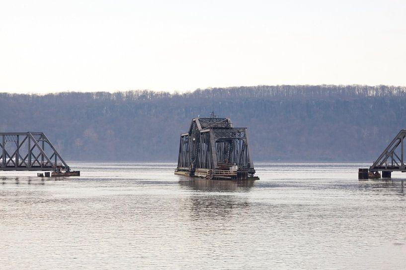 train Bridge New York van Guido Akster