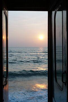 Zonsondergang vanuit de treindeur van Andrew Chang