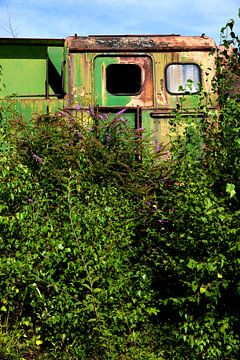 Oude roestige treincabine van Jan Brons