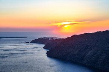 Zonsondergang boven Santorini van Robert Styppa