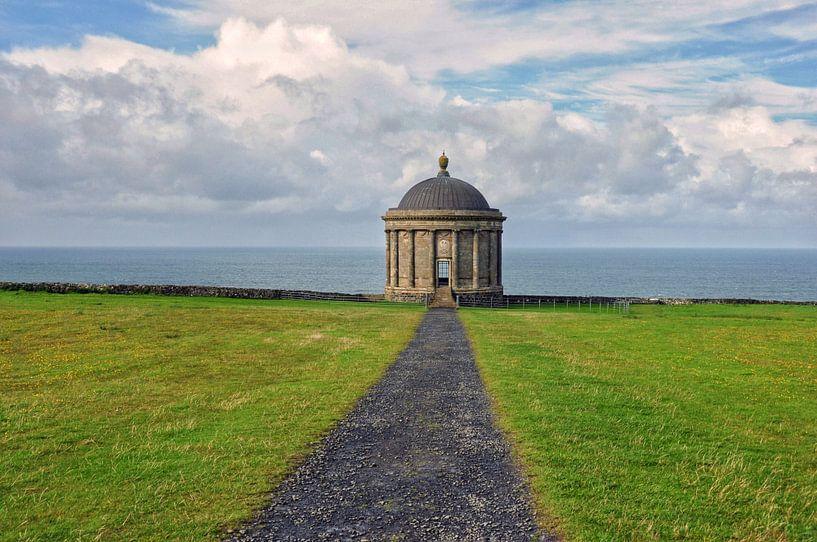 De Mussenden Temple, N. Ierland. van Edward Boer
