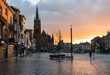 Stadsplein met een mooie zonsondergang van Werner Lerooy