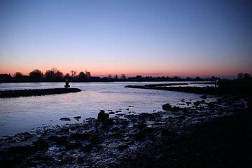 zonsopkomst boven de Hollandsche IJssel met ijsschotsen