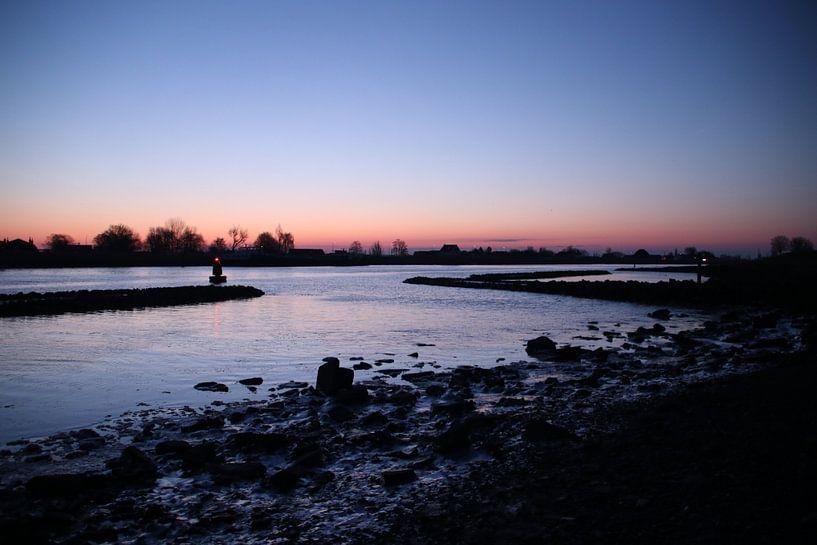 zonsopkomst boven de Hollandsche IJssel met ijsschotsen van André Muller