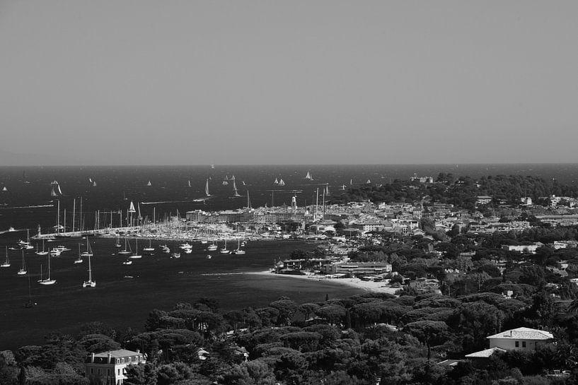 Foto van het stadje Saint-Tropez van Tom Vandenhende