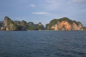 Rotsen in de zee van Thailand von Smithfotografie Joey