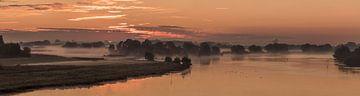 IJssel panorama bij zonsopgang sur Erik Veldkamp
