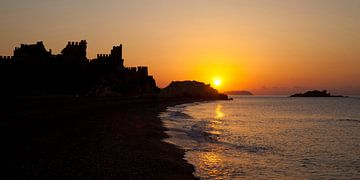 Sunrise over Anamur Castle , Turkey van Dirk Huijssoon