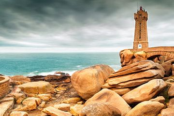 Der Leuchtturm in Ploumanach in der Bretagne, Frankreich von Evert Jan Luchies