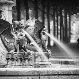 De draak fontein  van Leo van Valkenburg