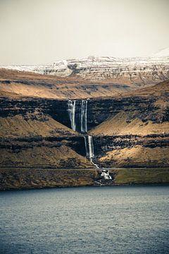 Fossa-Wasserfall auf den Färöer-Inseln von Expeditie Aardbol