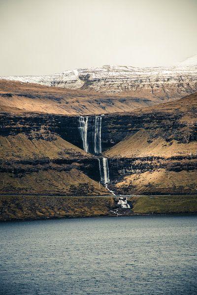 Fossa waterval op de Faeröer Eilanden van Expeditie Aardbol
