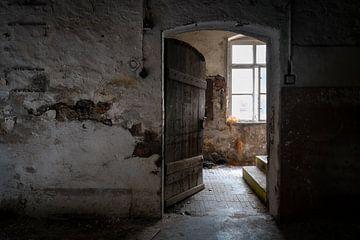 Licht hinter der Tür. von Roman Robroek