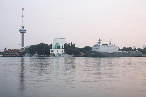 De Koninklijke Marine met Zr.MS. Rotterdam in Rotterdam