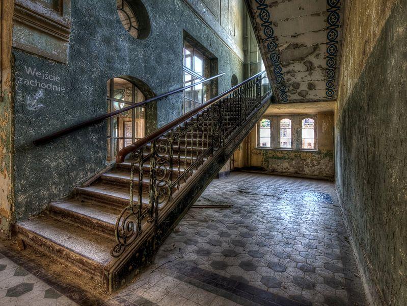 Lost place - upstairs van Carina Buchspies