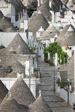 Rue vide avec des maisons trulli à Alberobello sur iPics Photography