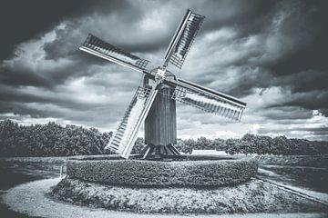 Nederlandse windmolen in oude vestingstad van Fotografiecor .nl