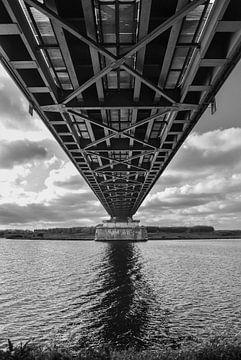 Die Eisenbahnbrücke Culemborg von Anouk IJpelaar