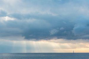 Zeilboot aan de horizon