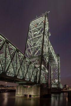 Voormalige spoorbrug De Hef in Rotterdam (kleur) van Rick van der Poorten