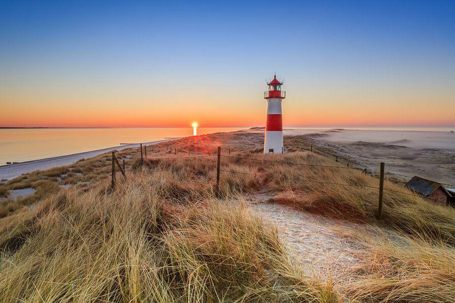 Morning Light at Sylter Lighthouse von Ursula Reins