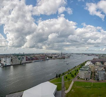 Een schitterende wolkenlucht boven Amsterdam van Foto Amsterdam / Peter Bartelings