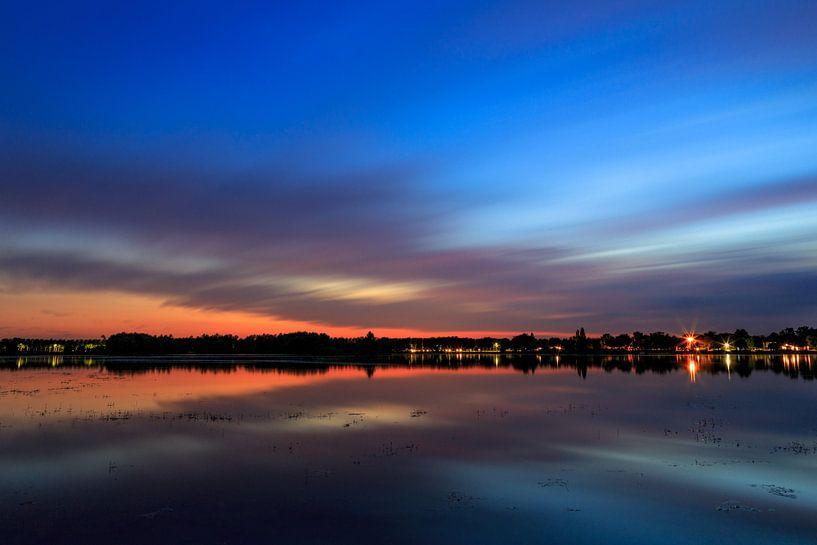 Zonsondergang Rijkerswoerdse Plassen Arnhem van Robert Wiggers