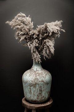 Stillleben Vase mit Pampasgras von Cindy van der Sluijs
