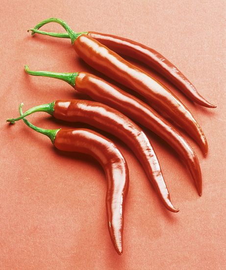 Vijf rode, hete pepers van Beeldig Beeld