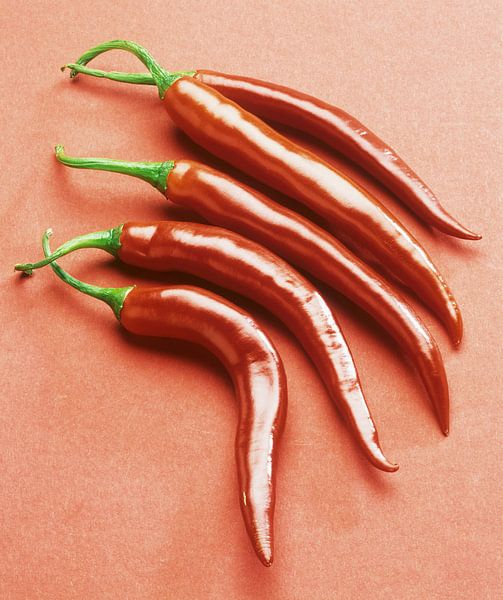 Vijf rode, hete pepers