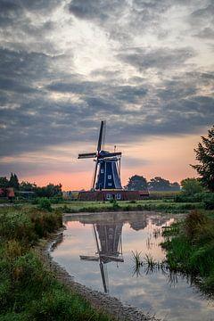 Molen Bataaf in Winterswijk bij zonsopkomst van Annette Roijaards