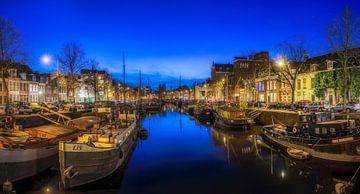 Groningen  - Blauwe uur in Noorderhaven van Ardi Mulder