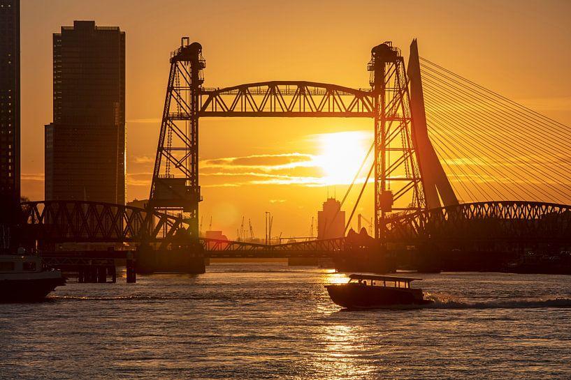 De Hef tijdens zonsondergang te Rotterdam. van Anton de Zeeuw