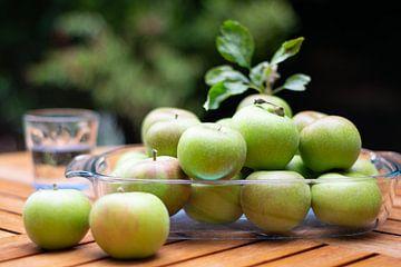 Äpfel in einer Obstschale von Annemieke Glutenvrij