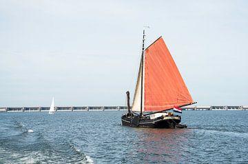 dutch sailing ship ont he haringvliet von Compuinfoto .