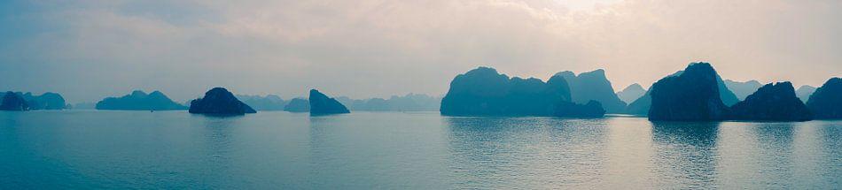 Halong Bay panorama van Joris Pannemans - Loris Photography