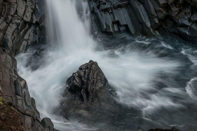 Klukkufoss in west IJsland van Gerry van Roosmalen